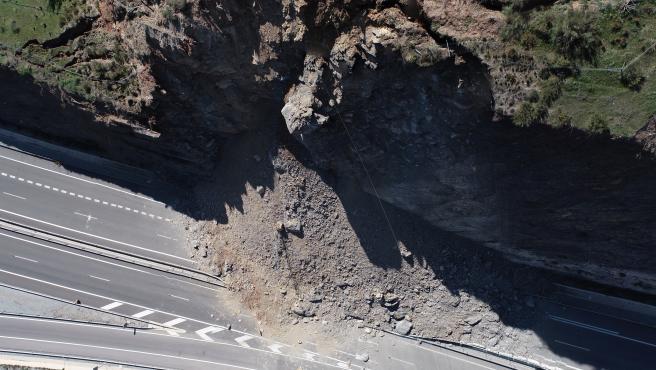 Restablecen este jueves el tráfico en la A-7 entre Carchuna y Castell tras el desprendimiento de marzo