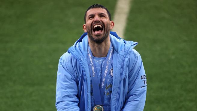 El Kun Agüero celebra el título de Premier League.