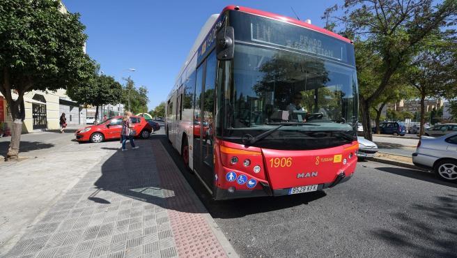 Convocada huelga y caravana de coches este viernes en Tussam con servicios mínimos del 25% en horas punta