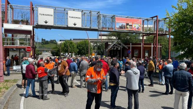 La Plataforma de Afectados Contrato Relevo de ArcelorMittal se plantea proponer la destitución del Comité de Empresa