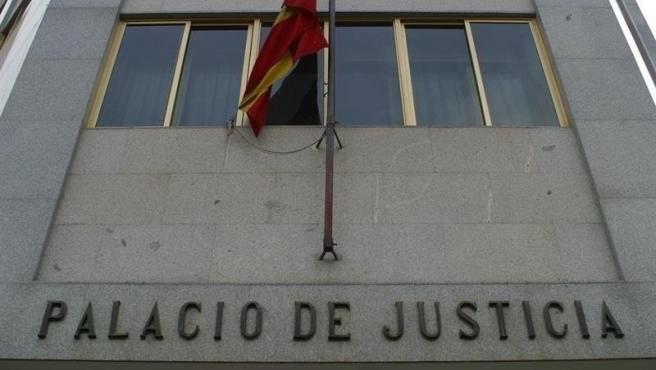 Condenan a más de 11 años a una mujer por intentar matar de varias puñaladas a su expareja en Ciudad Real