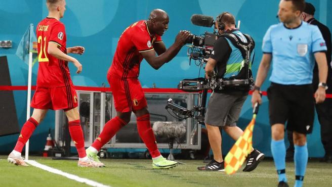 Lukaku dedica su primer gol ante Rusia a su compañero en Inter Eriksen.
