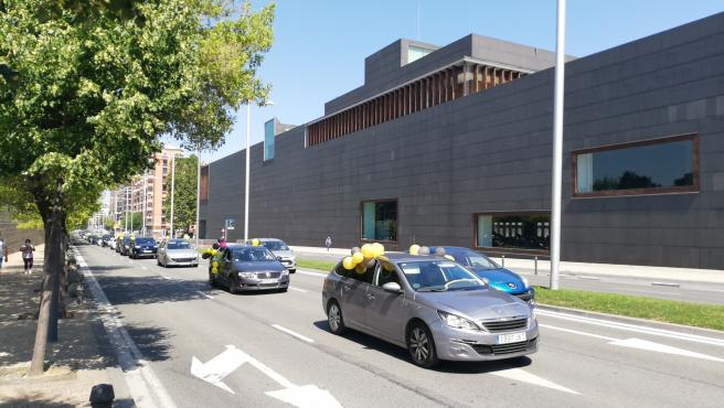 """Una caravana de coches reclama en Pamplona la fijeza para los trabajadores públicos en """"abuso de temporalidad"""""""