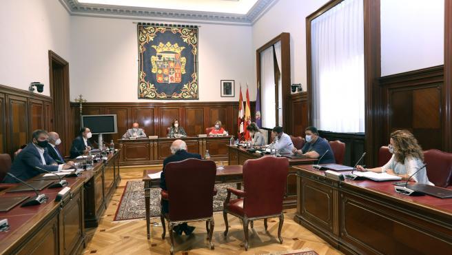 Diputación de Palencia destina 254.580 euros para llevar 'Crecemos' a 17 ayuntamientos y estudia crear 3 unidades más