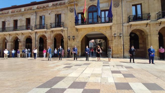 La ciudad se suma a los actos de repulsa por la muerte de las menores de Tenerife y Sevilla
