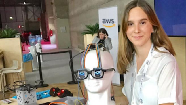 La participación en el evento 'Amazon Web Services'.