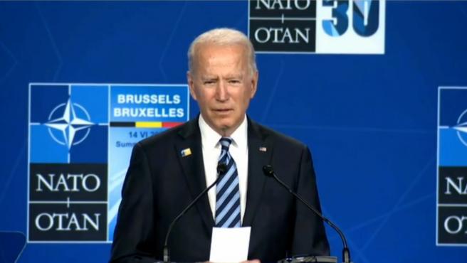 """Biden avisa a Putin que """"responderá con la misma moneda"""" si insiste en la confrontación"""