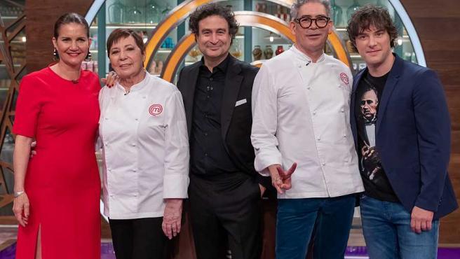 Los jueces de 'MasterChef' junto a Boris Izaguirre y Celia Villalobos.