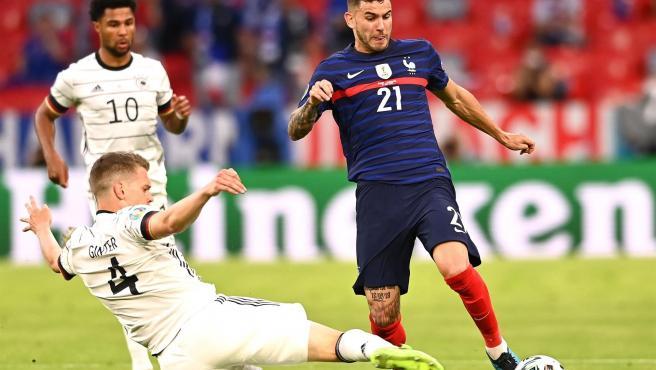 Lucas Hernandez maneja el balón ante Alemania.