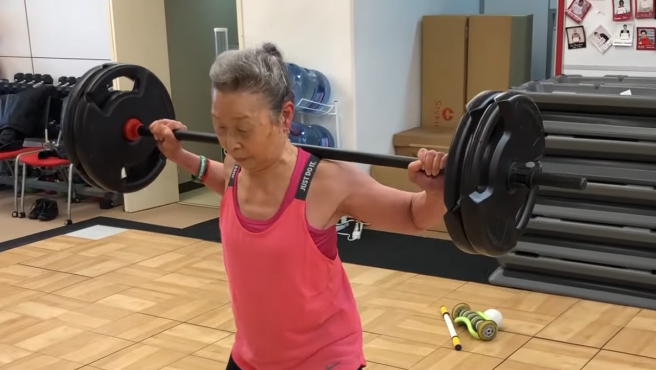Takishima Mika, la anciana de 90 años que es profesora de 'fitness'.