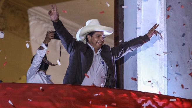Castillo celebra victoria en las presidenciales tras el cómputo del 100% de las actas. .