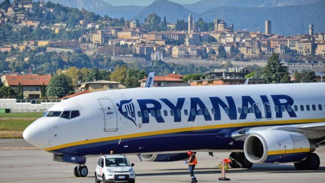 La aerolínea Ryanair lanza ofertas para atraer a viajeros.