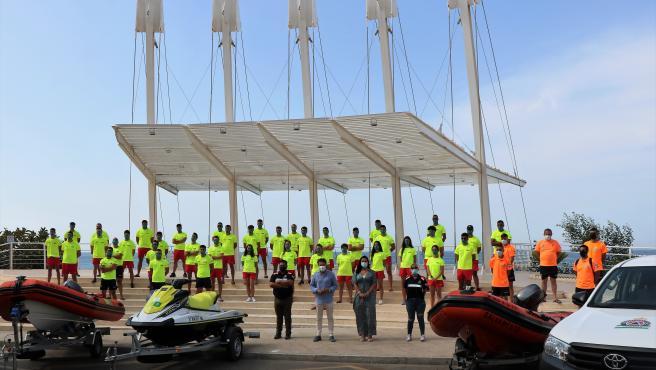 Un total de 75 personas garantizan la seguridad en las playas de Torrox