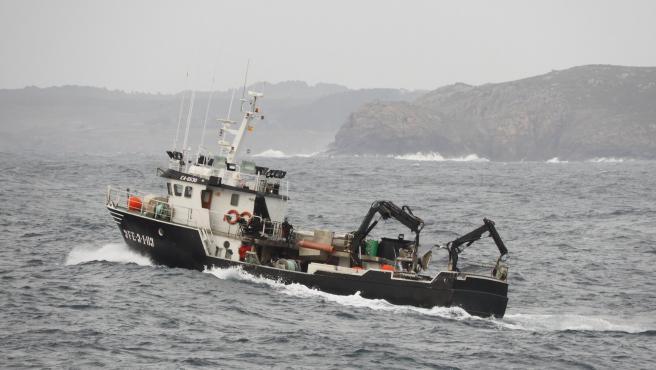 Buscan a un tripulante del cerquero 'Sempre Güeto' que se hundió en Punta Candieira, en Cedeira (A Coruña)