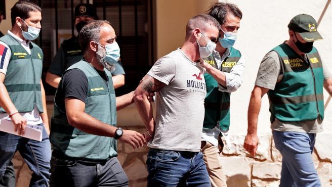 Agentes de la Guardia Civil trasladan a David S.O., de 30 años, detenido en relación con la desaparición, en noviembre de 2019, de la joven de 21 años Wafaa Sebbahe.