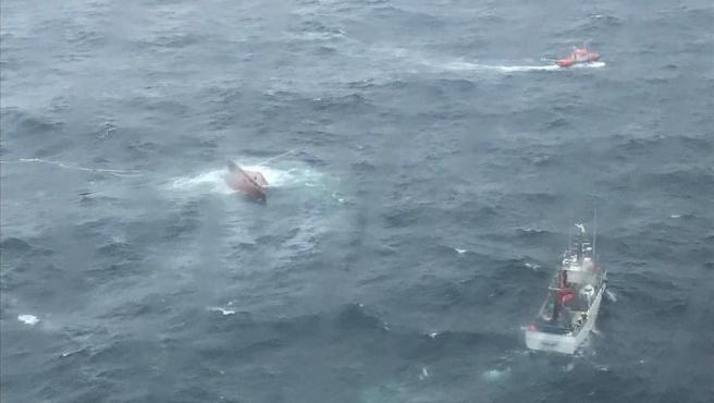 El 'Sempre Gúeto', tras naufragar en Cedeira.