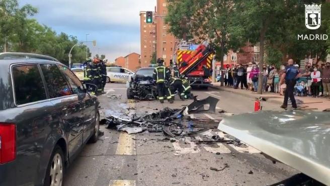 Imagne del aparatoso accidente ocurrido en la avenida de Entrevía, Puente de Vallecas.