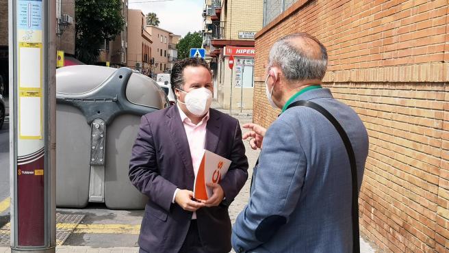 """Cs advierte de """"la preocupante falta de sombras"""" en varias paradas de Tussam del Distrito Triana"""