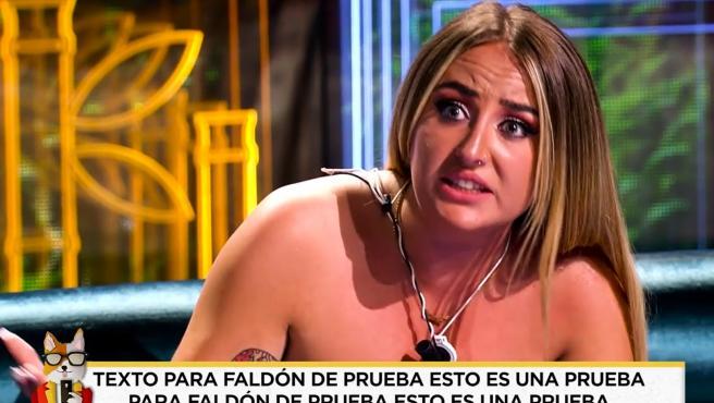 Imagen del rótulo de 'Socialité' con un texto de prueba en el momento en que emitía un vídeo sobre Rocío Flores.