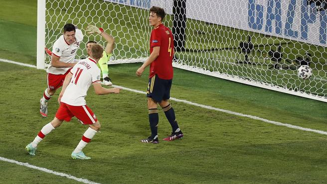 Lewandowski marca contra España.