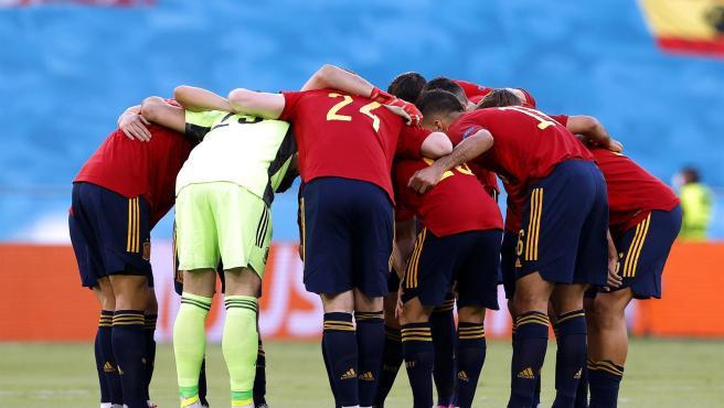 La selección española, antes del partido ante Polonia.