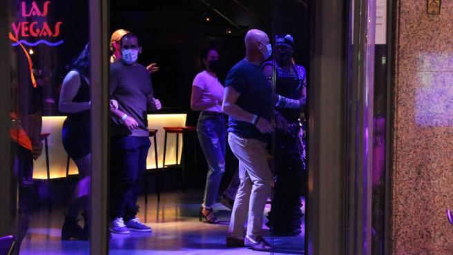 Gente bailando en un local de Sitges durante un ensayo clínico el 20 de mayo.