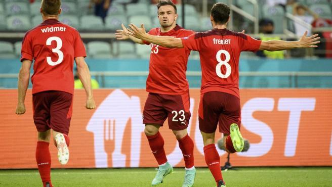 Varios jugadores de Suiza celebran un gol ante Turquía.