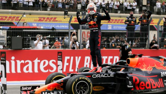Max Verstappen celebra su victoria en Francia