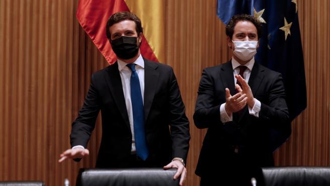 Pablo Casado dirigiéndose a su grupo Parlamentario