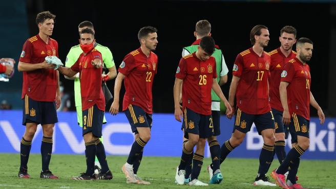 La selección española se retira a vestuarios tras el empate ante Polonia.