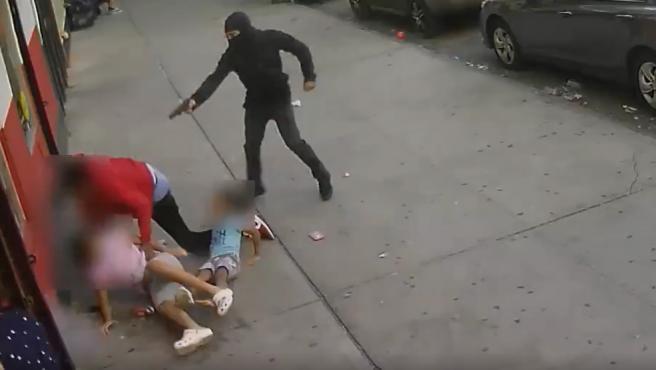 Dos niños salen ilesos de un tiroteo.