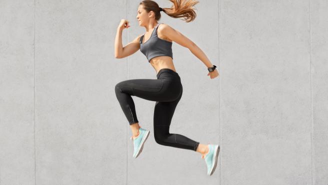 Hacer ejercicio habitualmente mejora la salud física y tu estado de ánimo general.
