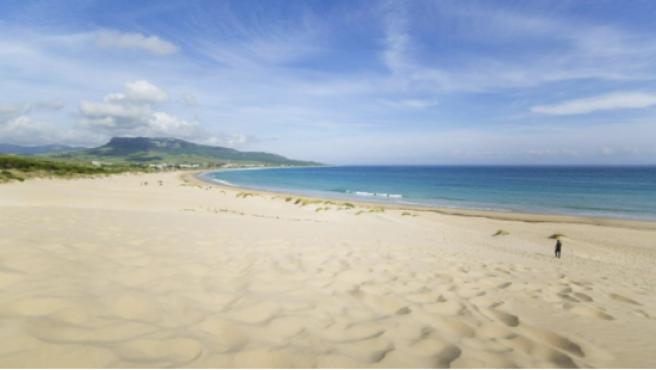 La Playa de Bolonia es una de las más atractivas que se pueden encontrar en Cádiz.