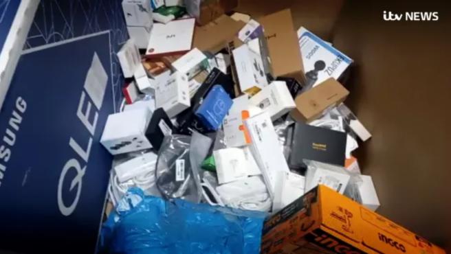 Los productos acaban en centros de reciclaje o en vertederos.