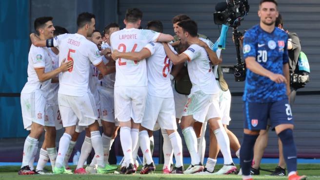 La selección española de fútbol destapó el tarro de las esencias ante una Eslovaquia que fue la víctima de la venganza de los de Luis Enrique. Con el 'run-run' de las malas sensaciones de los primeros partidos, el conjunto nacional se tomó revancha con un contundente 0-5. Del manojo de goles, dos fueron en propia puerta y otros tres de Laporte, Sarabia y Ferrán.