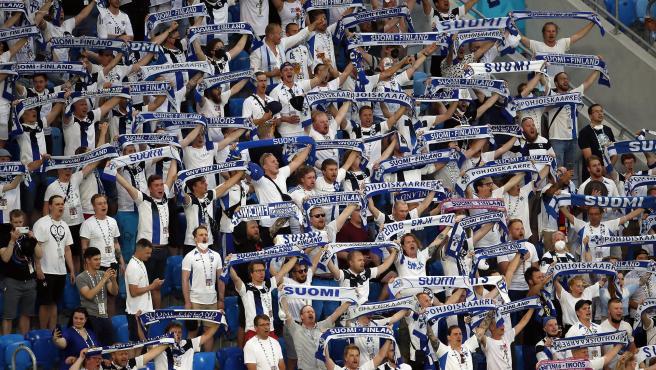 Aficionados de Finlandia en el partido ante Rusia.