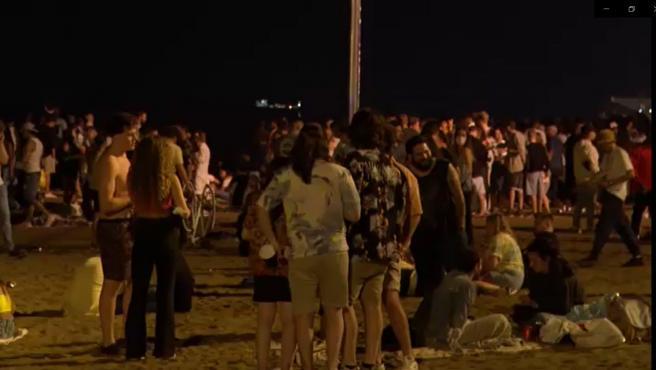 La Barceloneta durante la noche de San Juan.