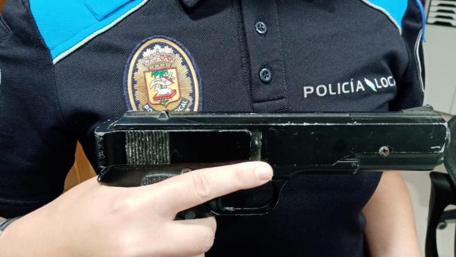 La Policía Local de Poio interviene una pistola simulada a un menor en la noche de San Juan