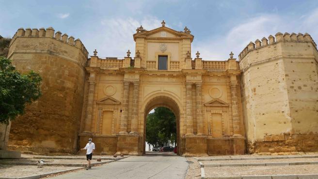 Carmona aprueba tres proyectos del Pfoea para mejorar la carretera de la Puerta de Córdoba por un millón