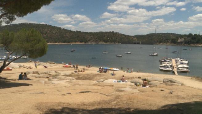 La prohibición de baño en las playas fluviales y aguas interiores sigue activa, salvo en el Pantano de San Juan