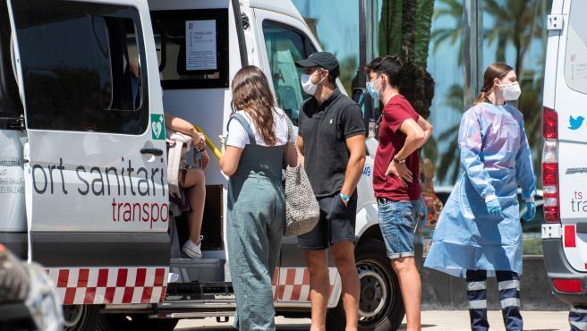 Los viajes de fin de curso a Mallorca dejan ya más de 850 positivos por covid.