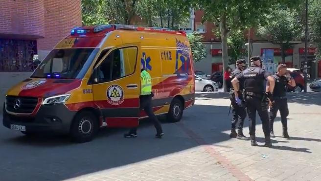 Cuatro personas apuñaladas, una de carácter muy grave, en una calle comercial de Madrid