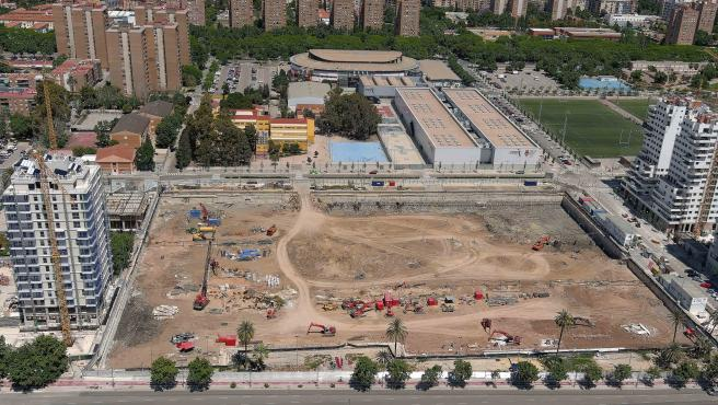 Parcela sobre la que se levantará el Casal España Arena, un año después de iniciarse las obras.