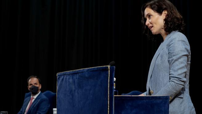 La presidenta de la Comunidad de Madrid, Isabel Díaz Ayuso, en- el acto de toma de posesión del nuevo rector de la Universidad Rey Juan Carlos.