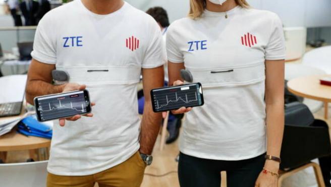 La camiseta monitoriza parámetros biovitales del usuario.