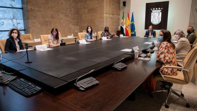 El plan para cambiar el modelo energético de Extremadura contempla una inversión mínima de 18.640 millones hasta 2030