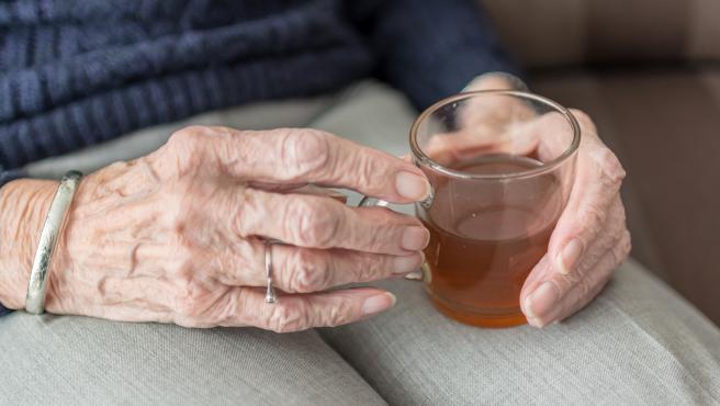 Las personas mayores deben beber mujo en verano, aunque no tengan sed.