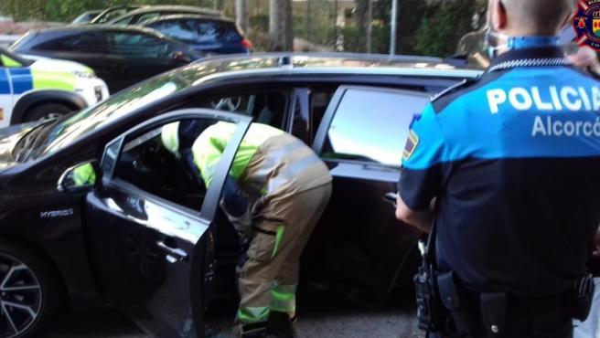 Rescate de un bebé en un coche en Alcorcón.