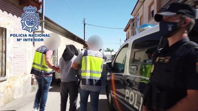 Agentes de la Policía Nacional en el momento de la detención del yihadista.