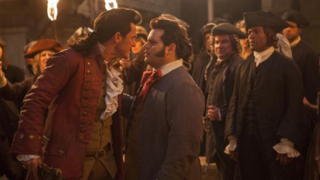 Luke Evans y Josh Gad en 'La bella y la bestia'